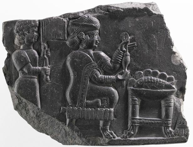 نقش برجسته ی  زنی در حال نخ ریسی  تمدن ايلام