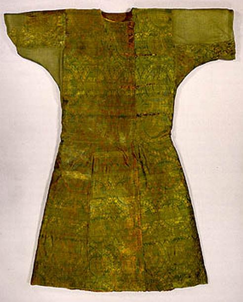 عکس لباس 1200 ساله ی ابریشمی با نقش سیمرغ ساسانی