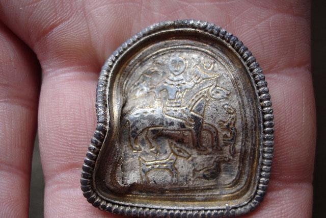 مدال و مهر آریایی مربوط به دوره قبل از هخامنشی کشف شده در سیبری روسیه