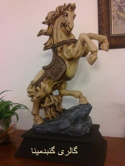 اسب زین دار