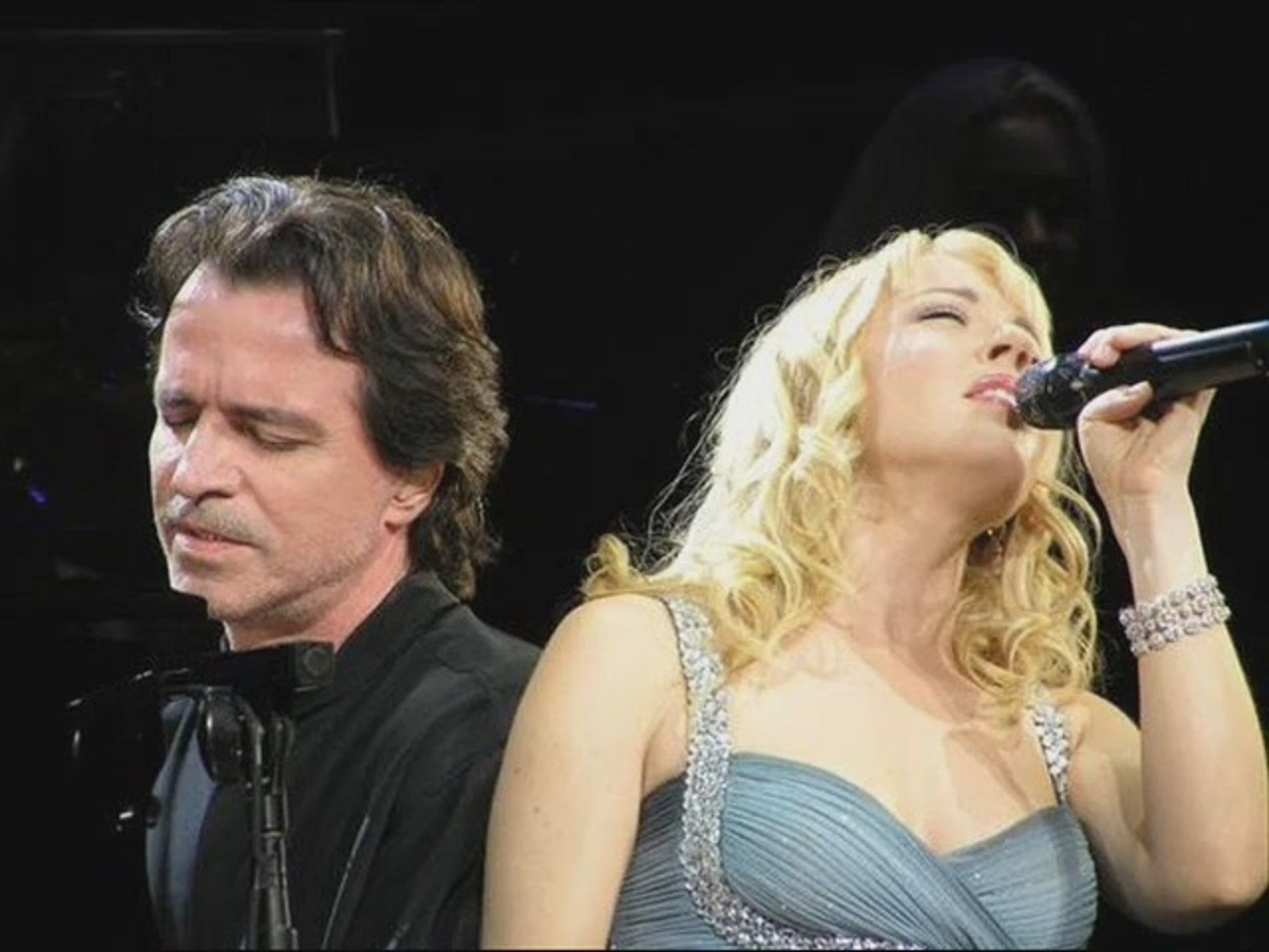 http://s5.picofile.com/file/8103957384/YouTube_Yanni_Voices_by_Renata_Vieira_02_01_23_.jpg