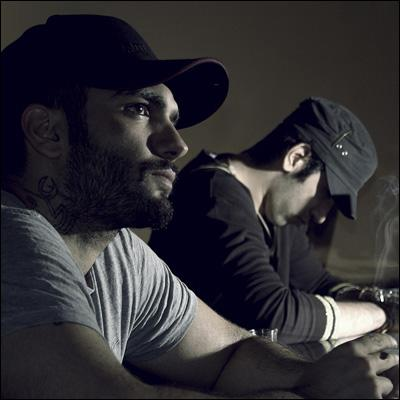 http://s5.picofile.com/file/8105851334/pournam_ho3ein_Kaghaz_Ayneh_www_delshekastegan_ir_.jpg