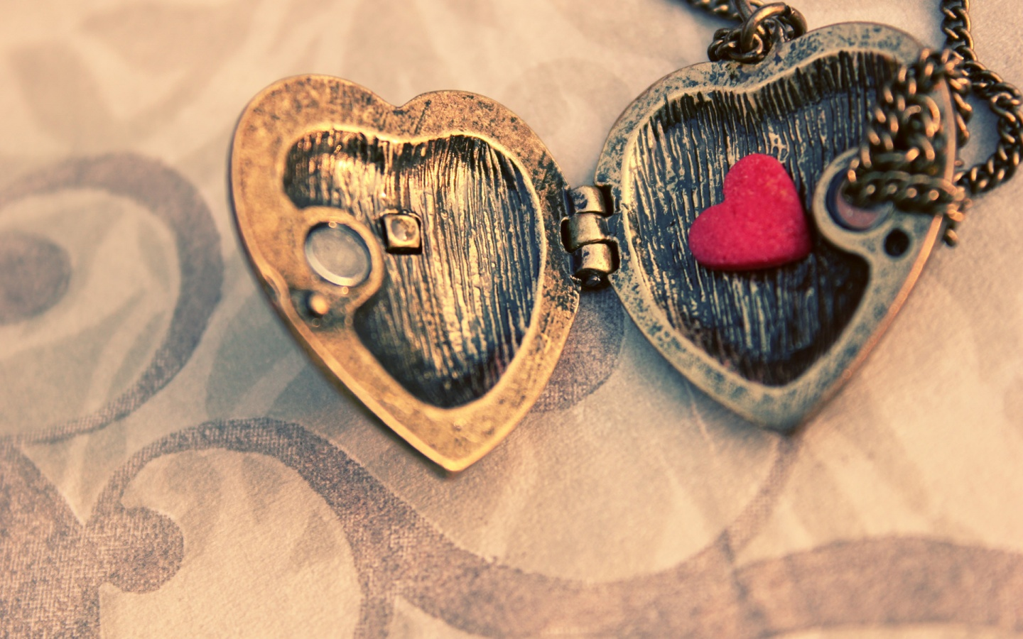 Love Locket Wallpaper : ??? ??? ??? - ??? ??? ??? ????? ??????? ?? ????? HD