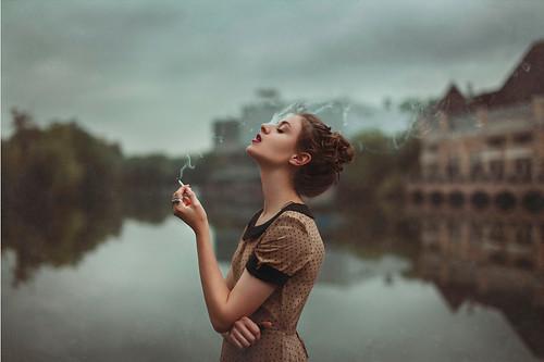 http://s5.picofile.com/file/8106756668/www_queen_pix_blogfa_com_smoke_4.jpg