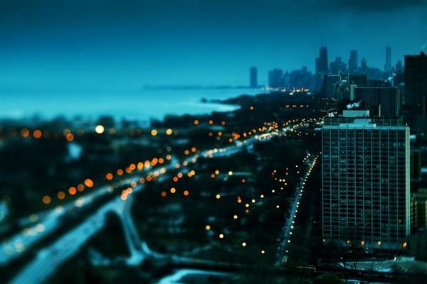 بر قاب خیس پنجره مانده نگاه من  امشب چقدر جای تو خالیست ماه من