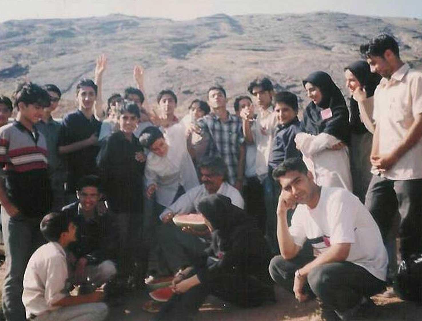 بچه های انجمن و استاد اسحاقی- 1381 طالقان