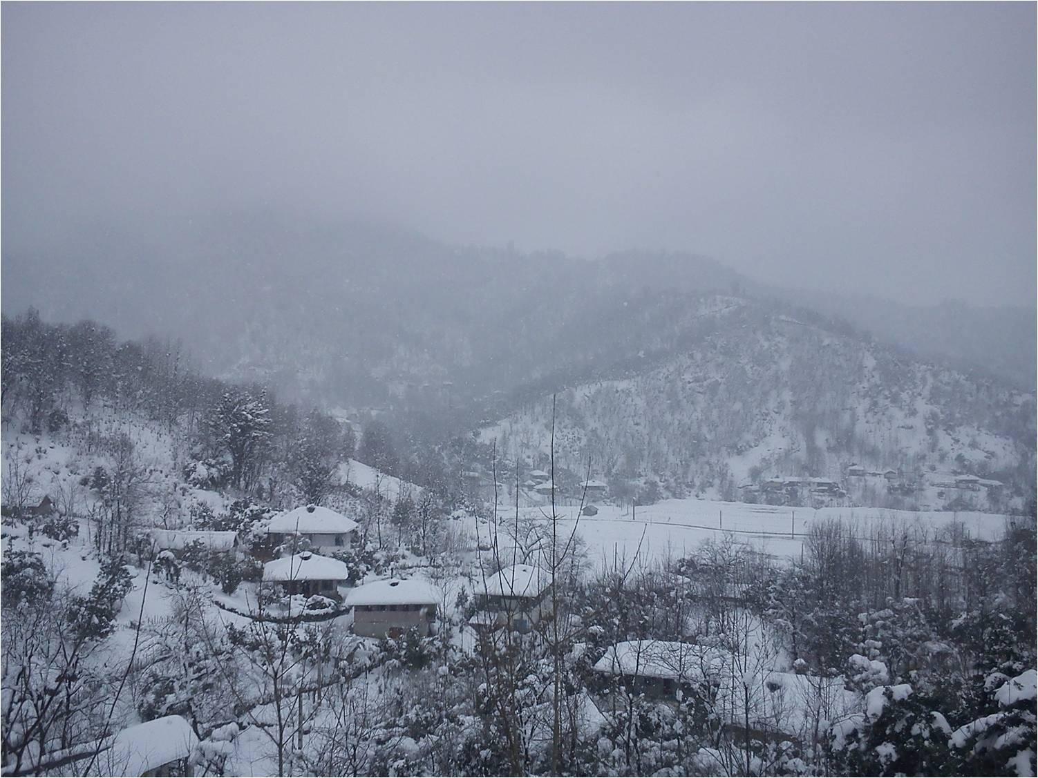 نوروز محله در یک روز زمستانی برفی
