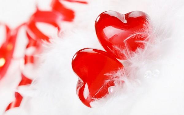 سکوت می کنم و عشق ، در دلم جاری است