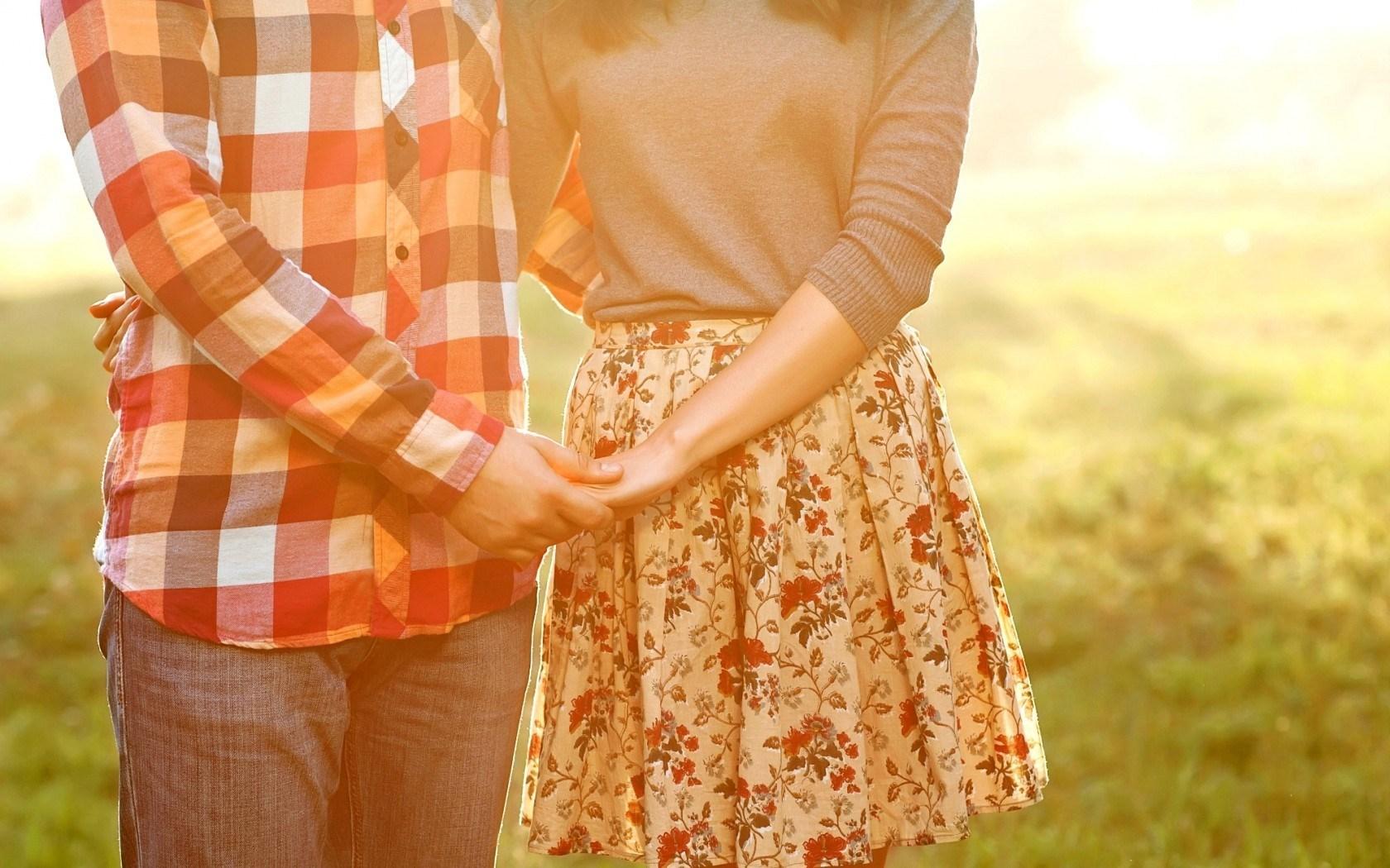 http://s5.picofile.com/file/8114128834/mood_girl_boy_couple_love_feelings_hd_wallpaper.jpg