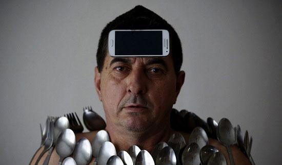 مطالب داغ: مردی که از آهنربا هم قویتر است