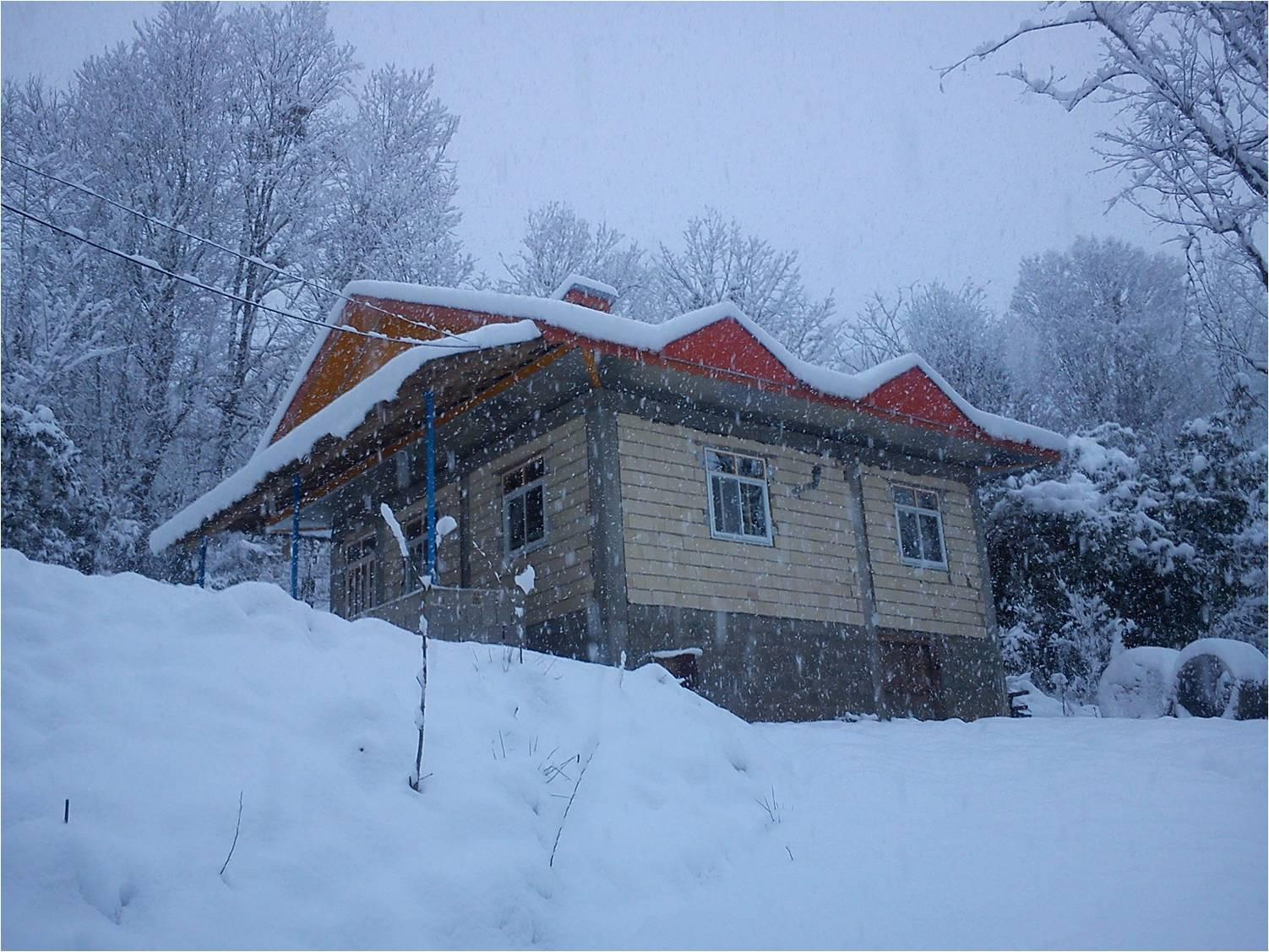 خونه در برف زمستان