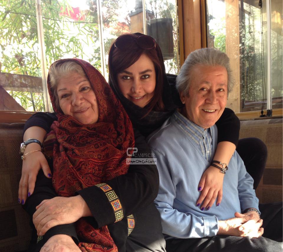 آناهیتا نعمتی به همراه پدر و مادرش