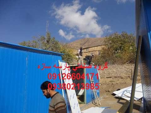 عملیات نصب کانکس در روستای زلزله زده سنگک