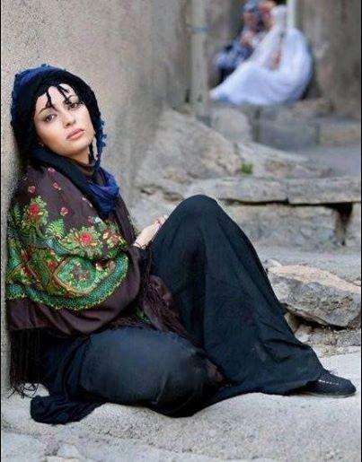می کشم بر شانه هایم غربت ِاندوه را