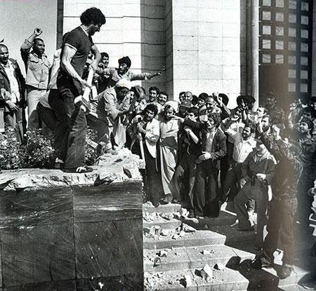 تخریب  قبر رضا خان به دستور صاد قخلالی حاکم شرع بعد از انقلاب