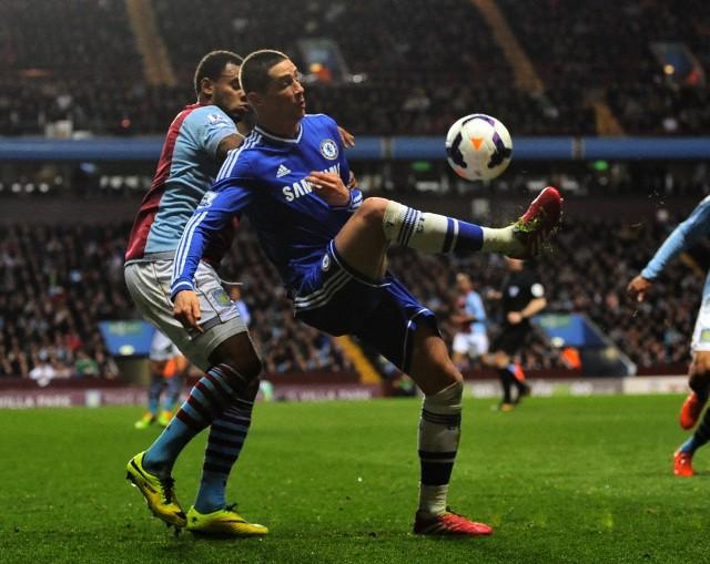 فرناندو تورس در بازی با استون ویلا
