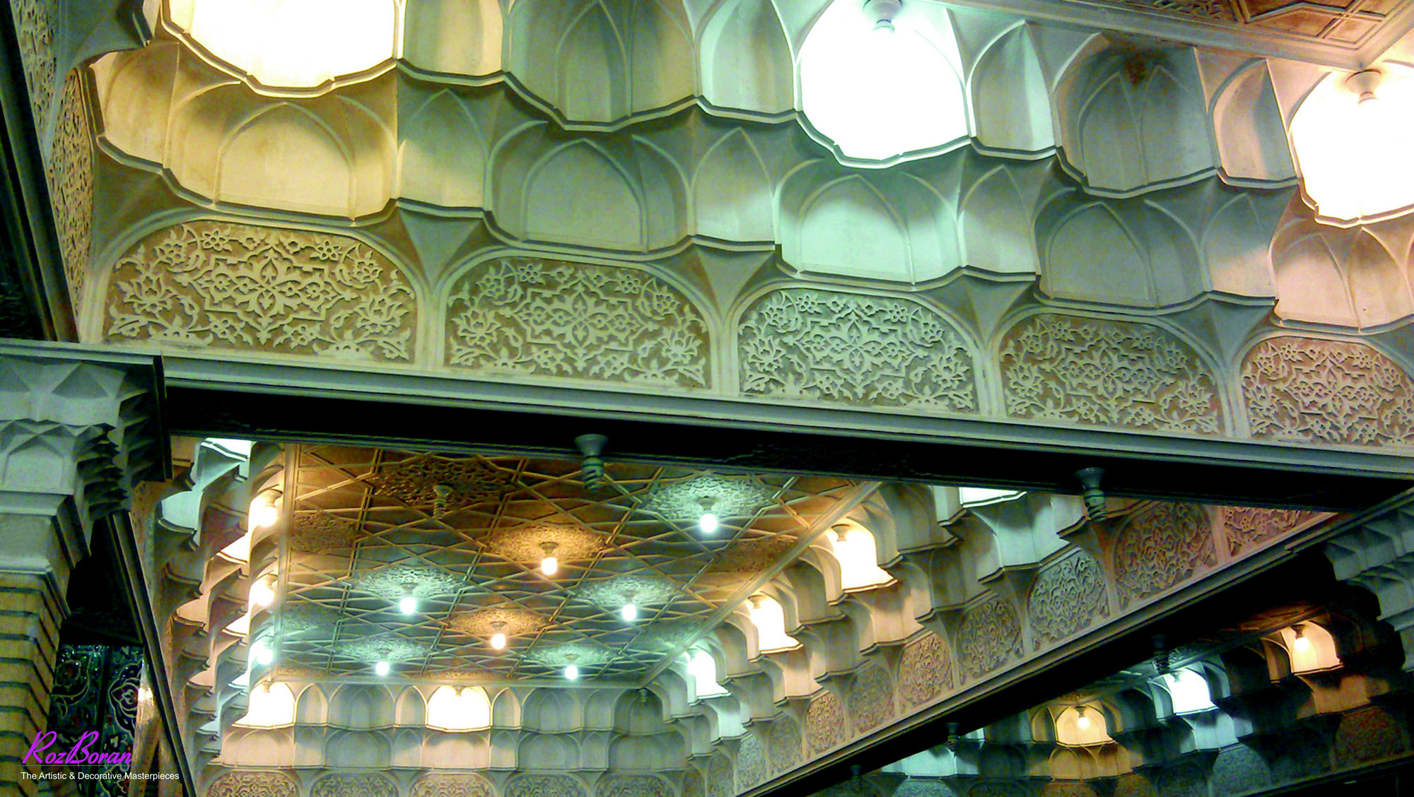 مقرنس و گچبری ایرانی مسجد