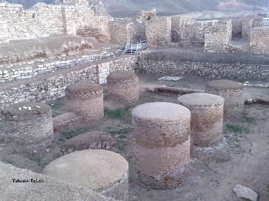 تالار ستون دار-محل غذاخوری سلاطین - تخت سلیمان- تکاب