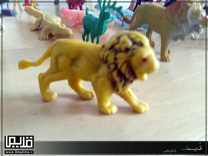 اسباب بازی حیوان پلاستیکی