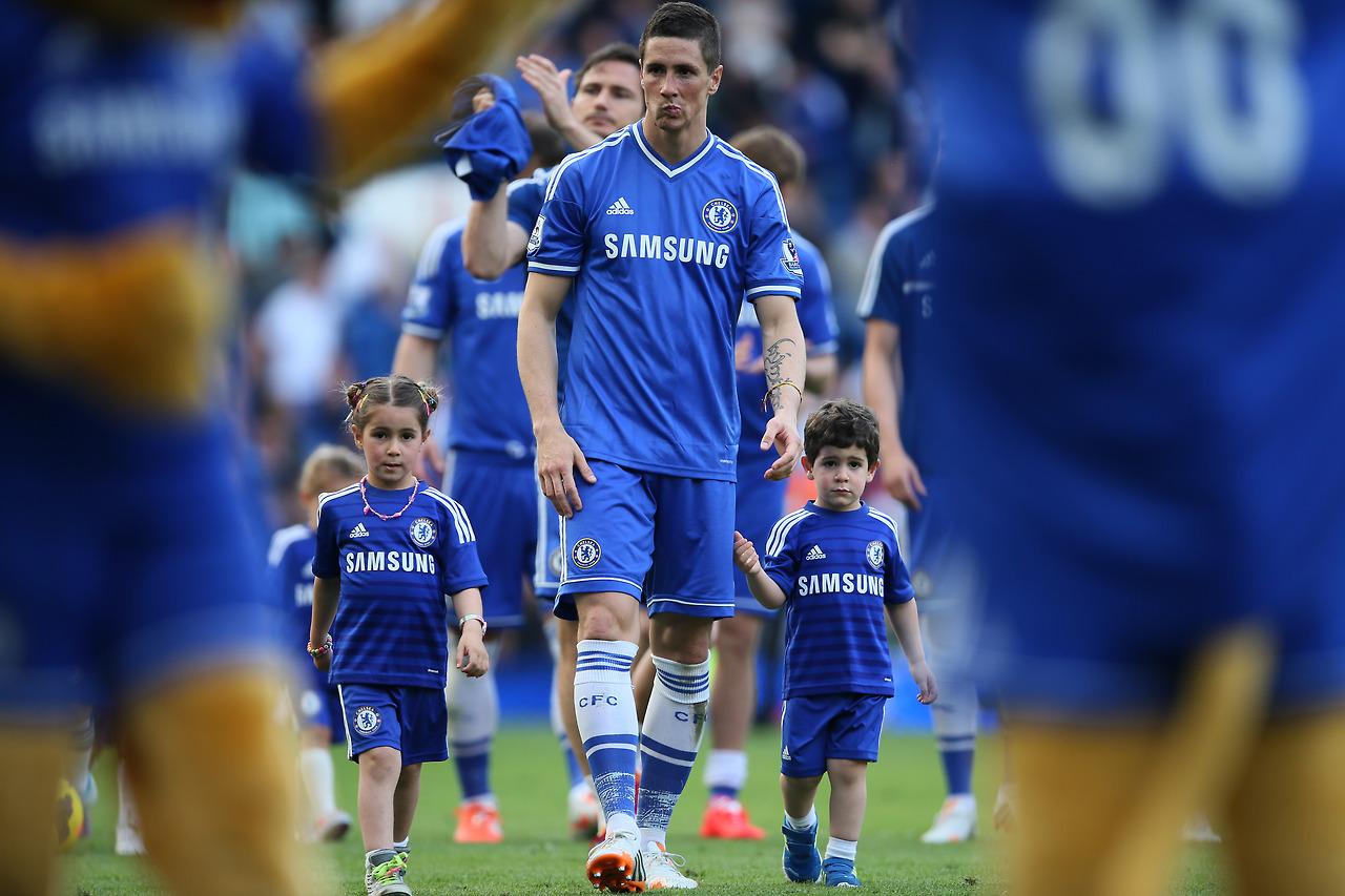 فرناندو تورس در کنار بچه هایش، لئو و نورا