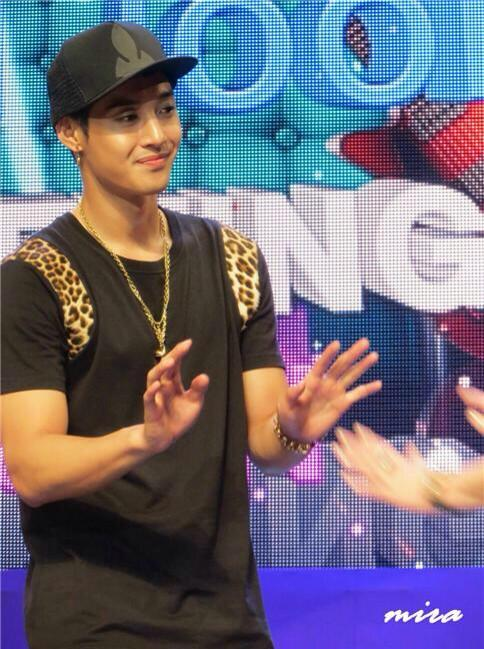 [Video] Kim Hyun Joong - meeting with fans Lotte Hotel in Busan [13.08.09]