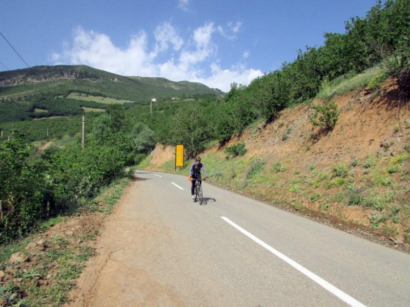 گزارش دوچرخه  سواری قزوین (الموت) شمال (اشکورات و رودسر)