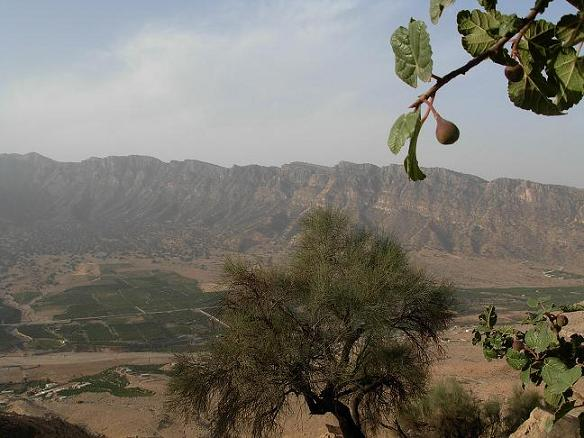 تصویری از دره ی وسیع تنگ چوگان ( غار شاه پور