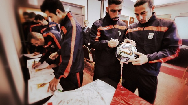 امضای توپ جام جهانی از سوی ملی پوشان و مرور قوانین داوری