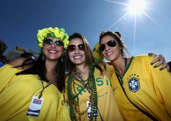 Brazil_Football_World_Cup_Female_Fans.jp