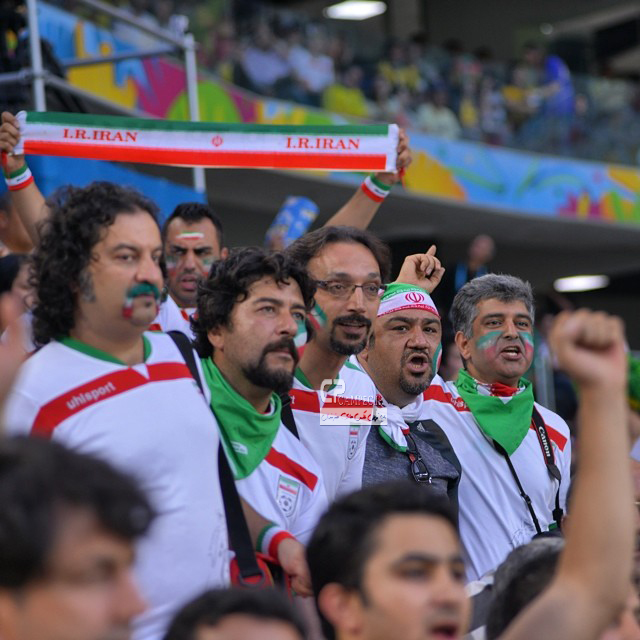 عکس های بازیگران و هنرمندان در بازی ایران-نیجریه