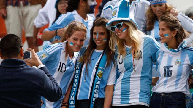http://s5.picofile.com/file/8127479892/argentina_national_team_soccer_fans_2013_7119.jpg