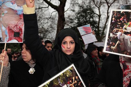 فرهنگ حجاب و عفاف با چه طرفندی غرب را احاطه كرده است + فيلم و عكس