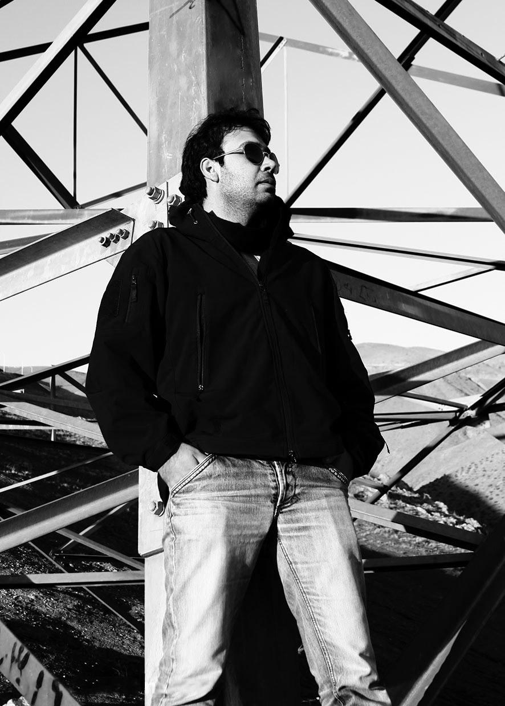 http://s5.picofile.com/file/8127572634/Mohsen_Chavoshi_08_ghadimusic_.jpg