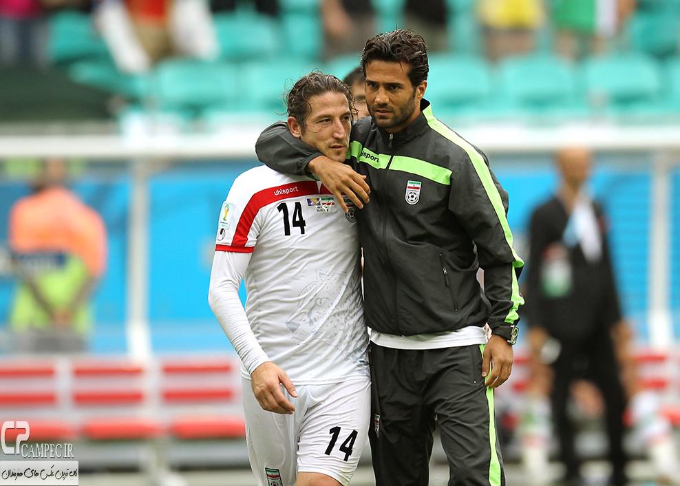 مسعود شجاعی و آندرانیک تیموریان در پایان بازی ایران و بوسنی