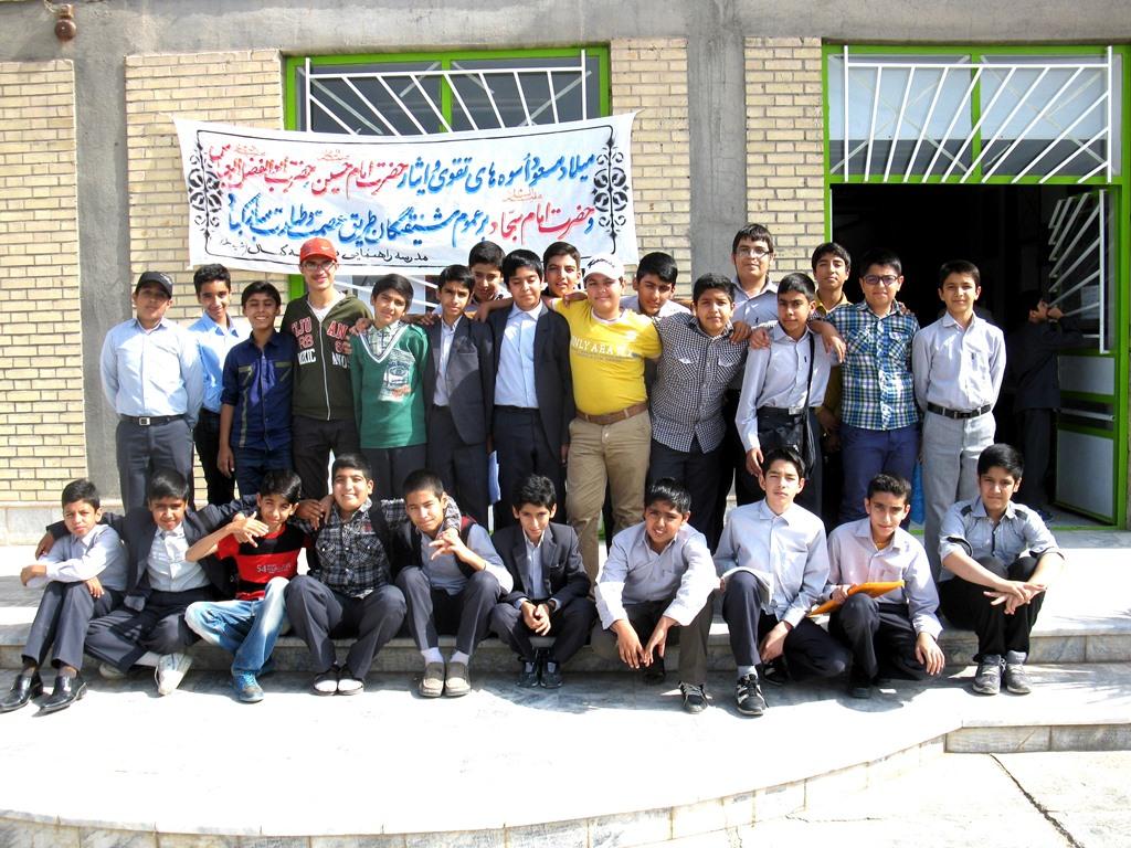 دانش آموزان پایه هفتم(اتاق 104)دبیرستان نمونه شهید مطهری(دوره اول)بیرجندسال تحصیلی93-92