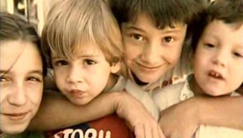 کودکی فرناندو تورس و برادرش اسرائیل