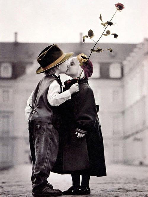 عکس های بوسه کودکان عاشق