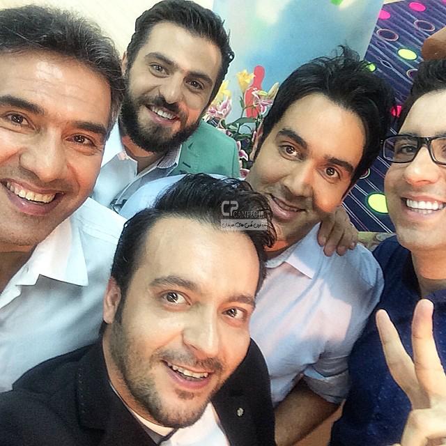 پوریا پور سرخ و سایر هنرمندان در پشت صحنه برنامه خوشا شیراز