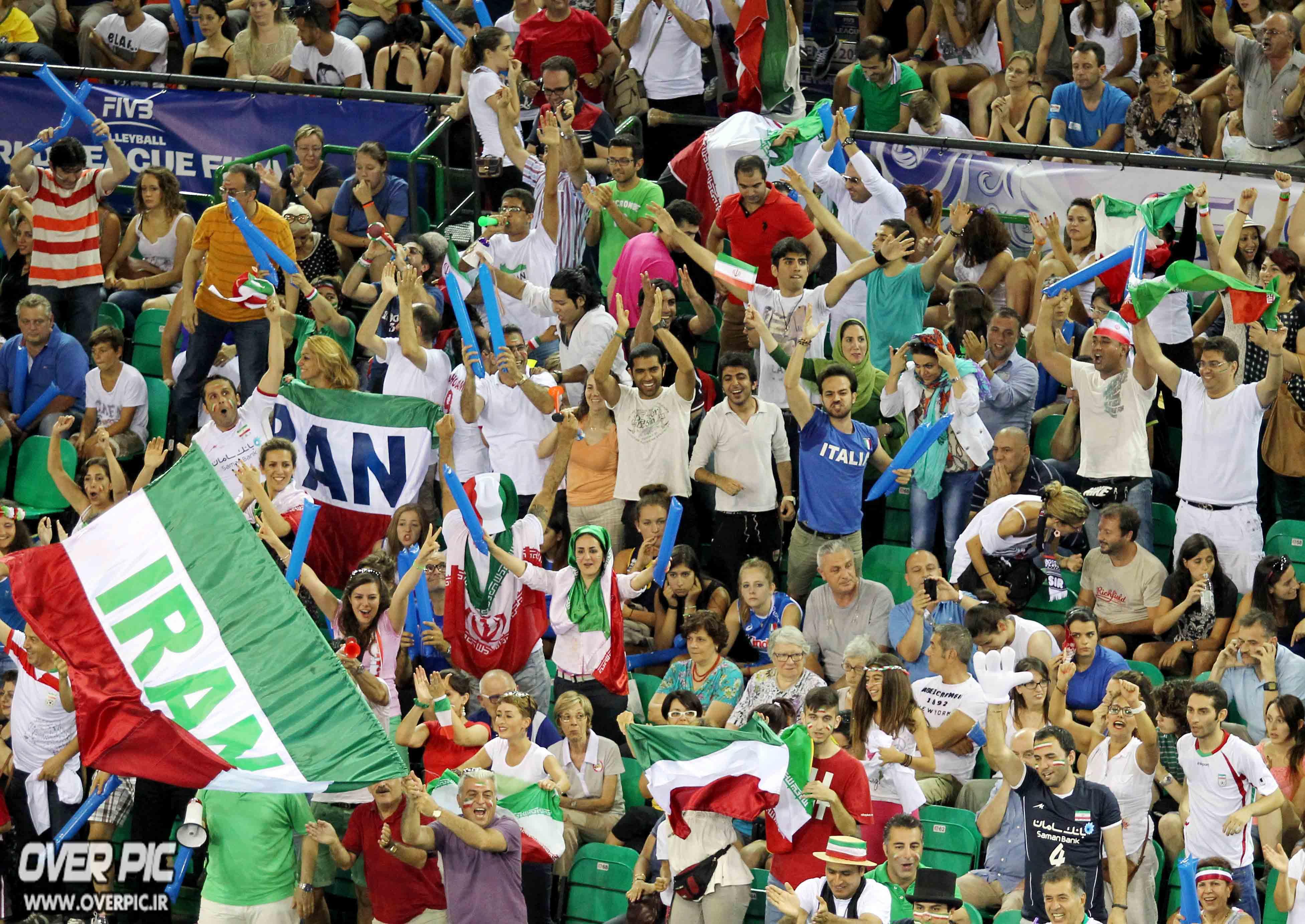 عکس های مسابقه ی ایران آمریکا در لیگ جهانی والیبال