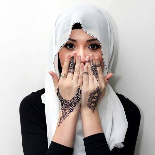 http://s5.picofile.com/file/8132455968/afghan_girl_2.jpg