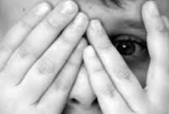 """روانشناسی: مبتلایان به """"اضطراب اجتماعی"""" از خود درمانی پرهیز کنند"""