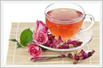 چیدمان میز چای و گل رز