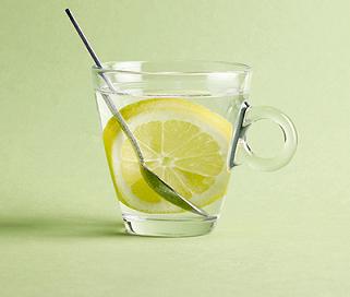 تغذیه: خوردن آب جوش چه فوایدی برای سلامتی دارد