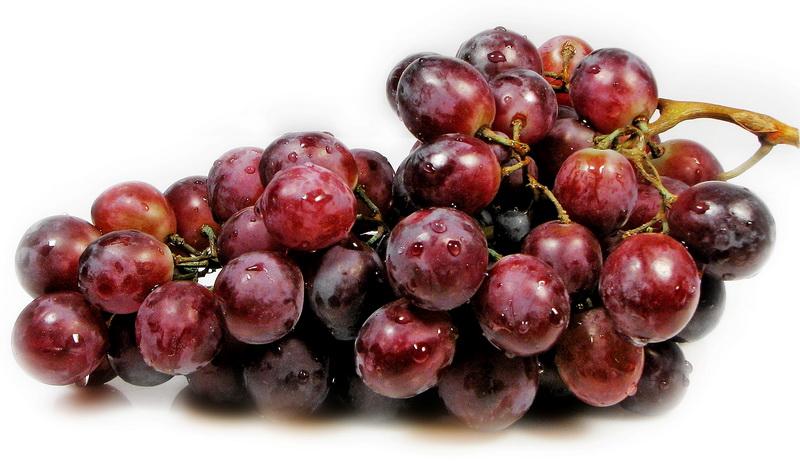 خواص میوه و سبزیجات: فواید مهم خوردن انگور با هسته اش