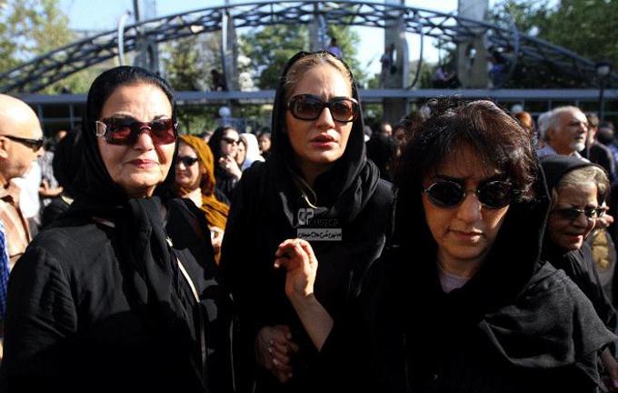 مهناز افشار در مراسم تشییع پیکر سیمین بهبهانی
