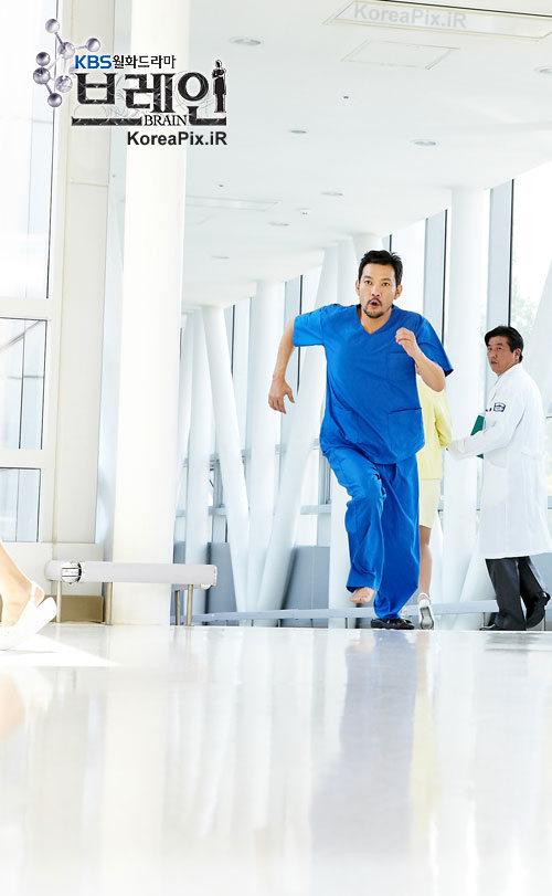 عکس های جونگ جین یونگ بازیگر نقش پروفسور کیم سانگ چول در سریال بیمارستان چونا