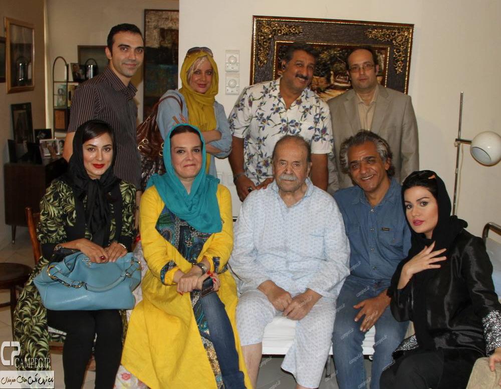عیادت هنرمندان از محمد علی کشاورز در منزلش