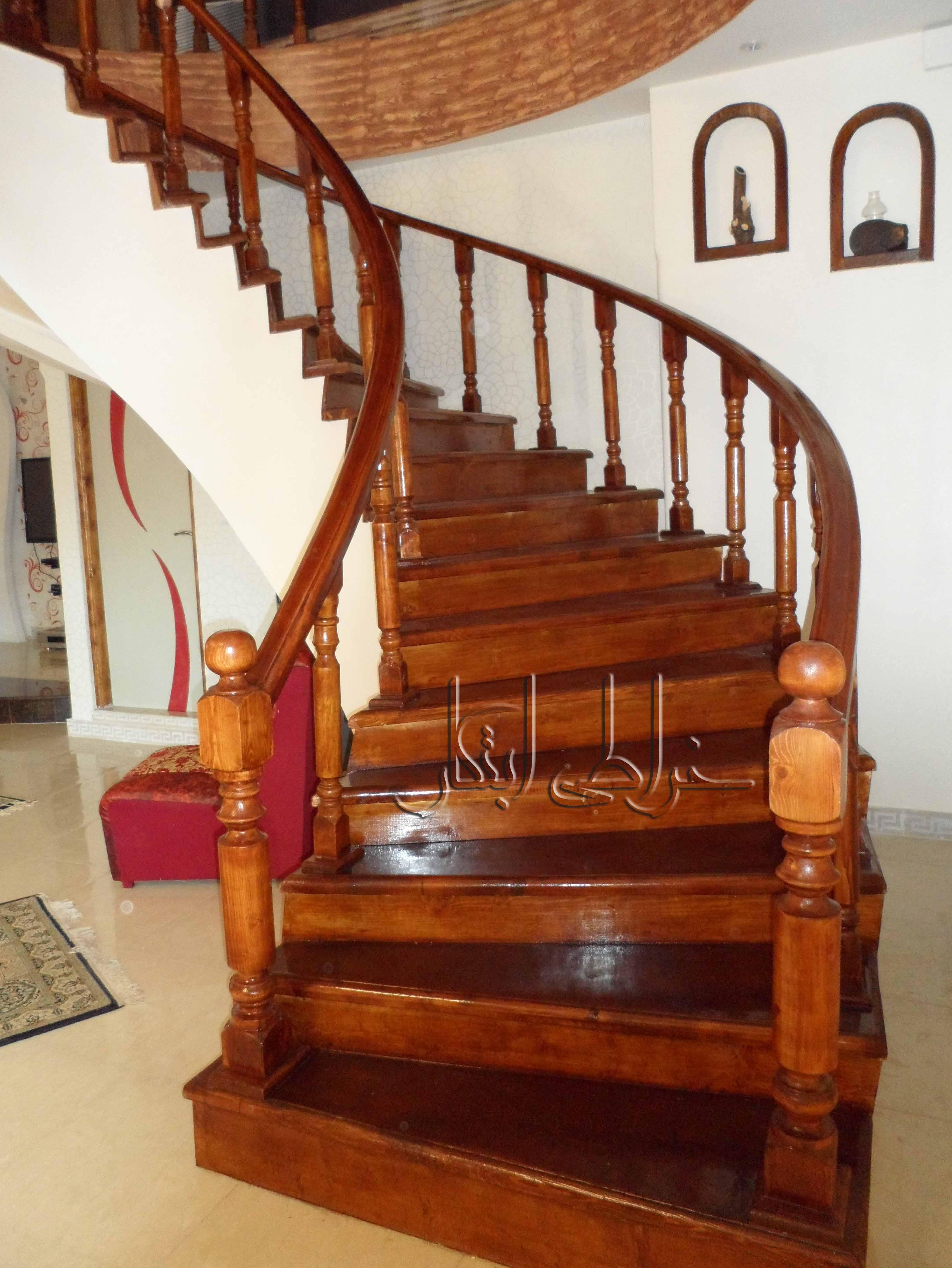 پله های چوبی مارپیچ و هلال - خراطی ابتکارپله چوبی - پله مارپیچ چوبی - پله هلال چوبی - پله مجلل چوبی - پله داخل  ساختمان چوبی - نرده چوبی - خراطی پله چوب - ابتکار چوب - پله ی تمام چوب