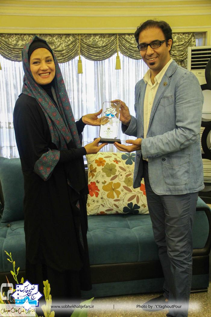 شبنم مقدمی در پشت صحنه برنامه صبح خلیج فارس