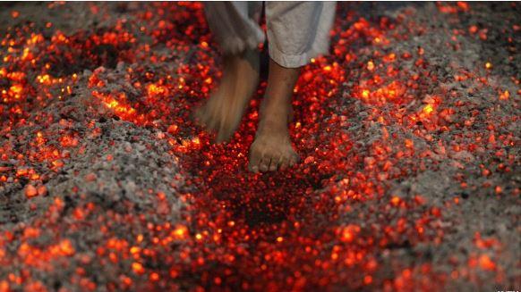 راه رفتن روی زغال داغ